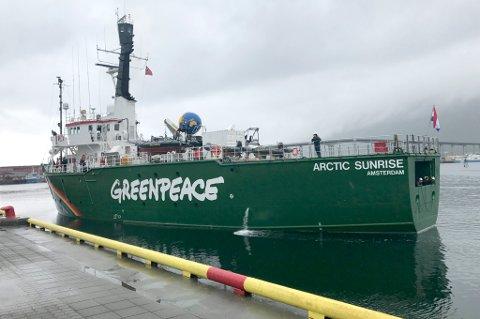 TIL TROMSØ: Her ankommer «Arctic Sunrise» Tromsø tidlig mandag ettermiddag.