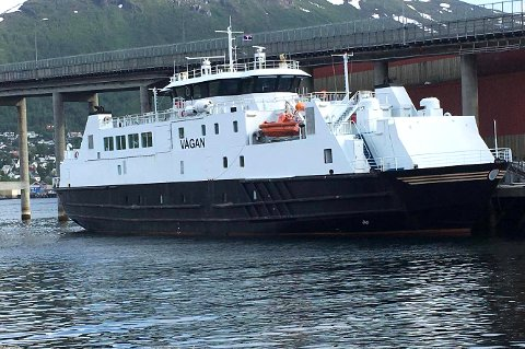 FOR STOR: MF «Vågan» skal egentlig gå i trafikk, men ligger til kai i Tromsø da den er for stor for fergeleiet.