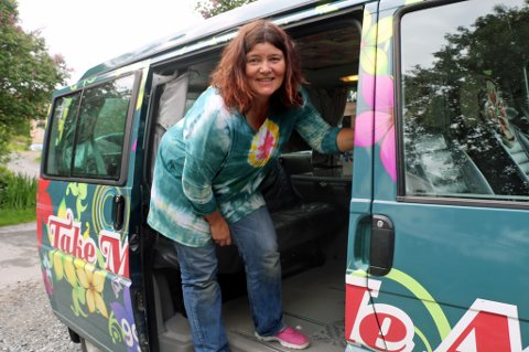 POPULÆRT: Ann Karina Sogge leier ut tre Volkswagen Caravelle Multivan med overnattingsplass gjennom Airbnb. Bilene hennes er fullbooket helt frem til oktober. Foto: Astrid Øvre Helland