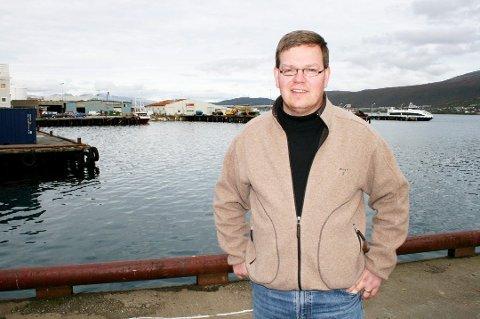 LETER ETTER NYE KREFTER: Kay Hugo Hanssen er leder i valgkomiteen i Tromsø Idrettslag. Men jakten på nye personer som vil bidra gratis for landsdelens største idrettslag er ikke bare enkel. Bildet er tatt i anledning en annen sak.