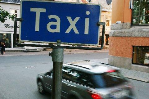 BØTELAGT: En taxisjåfør i Tromsø er bøtelagt etter at han skal ha antastet en kvinnelig passasjer. Taxien på bildet har ingenting med saken å gjøre.