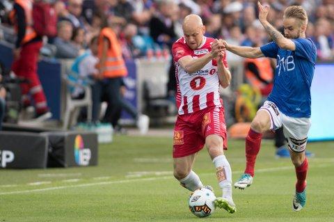 Hans Eriksen Norbye i aksjon mot Daniel Berntsen og Vålerenga mandag.