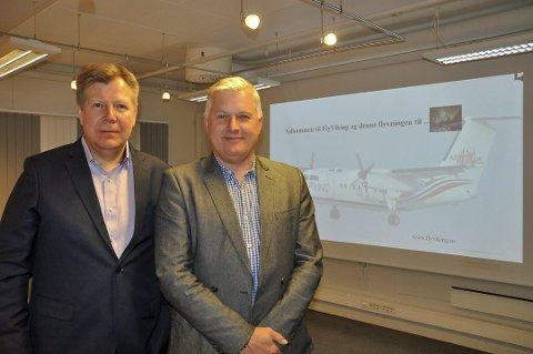 TREKKER SEG: Svein Eriksen (til venstre) gir seg som viseadministrerende direktør i Fly Viking. Her sammen med pilot og gründer Ola Giæver.