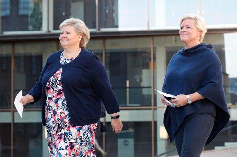 NORSK ØKONOMI TAR SEG OPP: Har steget sammenhengende i to og et halvt år. Det gir statsminister Erna Solberg og finansminister Siv Jensen god grunn til å smile. Her er de under en pressekonferanse før regjeringens budsjettkonferanse denne uken.