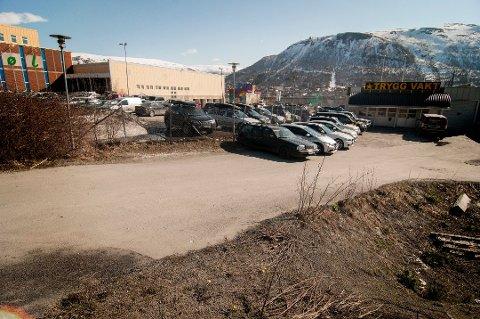 Her, på det som nå er parkeringsplassen sør for Mack-kvartalet, skal nye Tromsø Museum bygges.