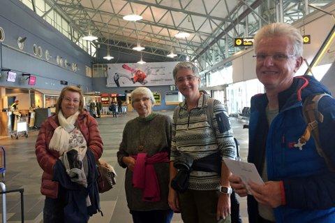 De tyske turisene skulle ta SAS-flyet 12.25 til Longyearbyen. Nå er flyet deres kansellert Fra venstre: Dirk Zelter, Ruth Zelter, Ursula Lustenberger og Silvania Gisela