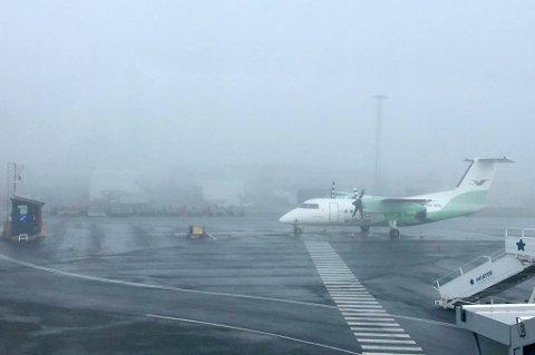 Slik er sikten på Tromsø lufthavn torsdag morgen.