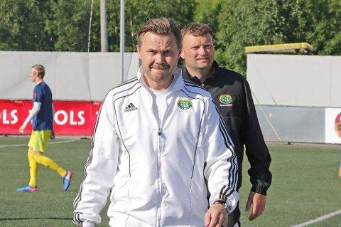 7. mai slo Finnsnes Raufoss borte. Først i dag, nesten fire måneder senere, kunne Bjørn «Bummen» Johansen (t.v.) og keepertrener Tor Inge Kristiansen juble for tre nye poeng.