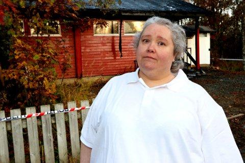 I SORG: Susanne Langvad i Dyrebeskyttelsen tydelig beveget og på gråten over brannen på hjelpesenteret (Dyrebeskyttelsen Norge Tromsø), som ligger i Langnesvegen.