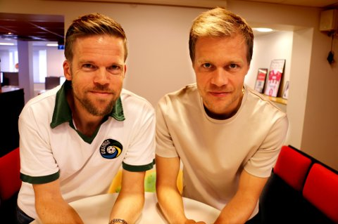 GIR LYD: Nordlys' sportsleder Anders Mo Hanssen (t.v.) og TUIL-spiller Jo Nymo Matland er klare med den helt nye fotballpodkasten «JoMos Kosmos». Det blir både lokal, nasjonal og internasjonal fotball på menyen – og mange hyggelige gjester.