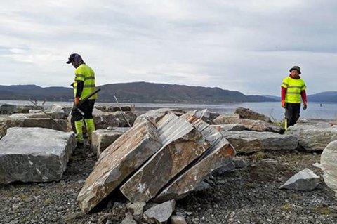FLYTTES: De 120 år gamle steinene skal nå bli en del av sherpatrappen.