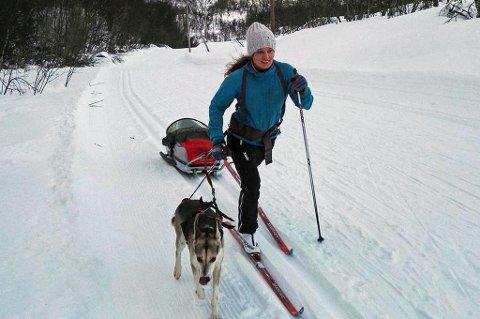 HEKTISK SATSING: Berthe Svenkerud gjør det hun kan for å være best mulig forberedt til NM på ski denne uka, med med toårig sønn, samboer og jobb som assistentlege på barnehabiliteringen på UNN, krever hverdagen mye planlegging for Kvaløysletta skilag-løperen.