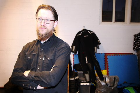 FJÆR I HATTEN: Kristoffer Jørgensen og Arctic Action jobbet på «den 12. mann». Jørgensen sier samarbeidet med produksjonsteamet var godt, og at han håper deltakelsen i filmen gir dem viktig internasjonal profilering.
