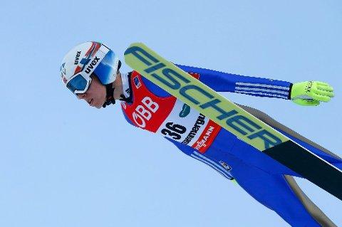Johann André Forfang hopper som nummer 34 i første renn lørdag.
