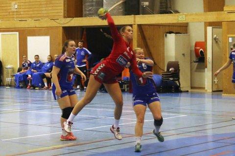 MESTSCORENDE: Tea Strandmo, her i en tidligere kamp, ble THKs mestscorende med 7 mål i tapet mot Fredrikstad Ballklubb. Laget er likevel meget trygt plassert på tabellen.