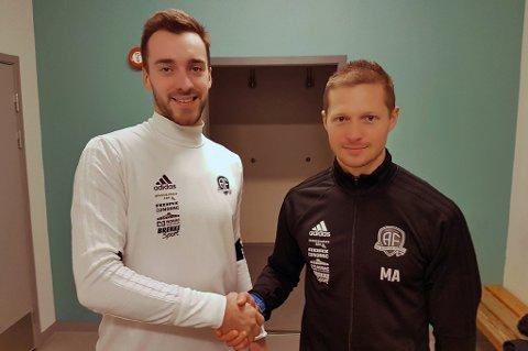 Grzegorsz Flasza (t.v) har signert for Arendal foran den kommende sesongen. Her med hovedtrener Mattias Andersson (t.h).