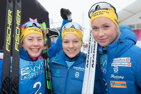SØLVJENTENE: Kvaløysletta skilag tok en historisk NM-medalje for klubben da denne trioen kapret sølvet på damestaffeten i NM. Her jubler laget. Fra venstre: Merete Myrseth, Berthe Annette Svenkerud og Silje Theodorsen.