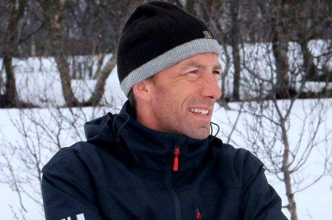 OL-KLAR: Esben Tøllefsen fra Senja, bosatt i Tromsø, reiser 2. februar til vinter-OL i Sør-Korea. Der har han et ansvar for sliping og testing, slik at løperne på landslagene i langrenn og skiskyting går på best mulig ski.