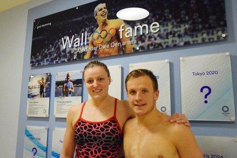 HEDERSPLASS: Setermoen-svømmeren Susann Bjørnsen (t.v. både på bildet og på veggen bak) er en av de første svømmerne som er innlemmet på hedersveggen i Alexander Dale Oen Arena i Bergen – sammen med Kristian Blummenfelt (t.h.).