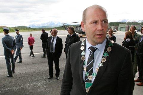 Ordfører Nils Ole Foshaug i Målselv vil at flere forsvarsansatte melder flytting. Her under åpninga av helikopterbasen på Bardufoss i fjor sommer.