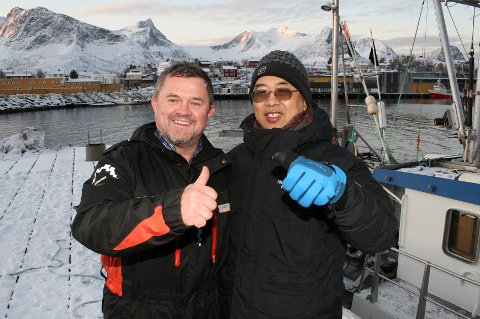 Kinas ambassadør Wang Min og Husøys ambassadør Rolf-Bjørnar Tøllefsen dannet et fornøyd tospann på kaia selv om det ikke ble fisk på båtturen.