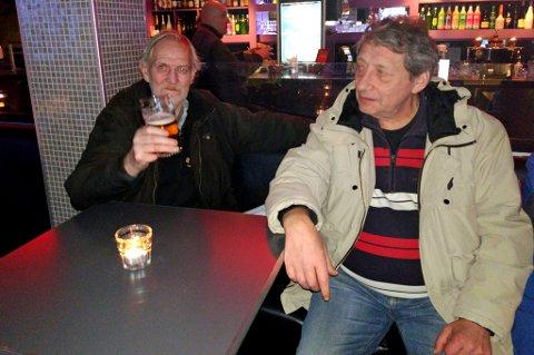 IKKE OVERRASKET: Stamgjestene Laffen Pettersen og Kjetil Skattør mener deres tid snart er over. De er ikke overrasket over at det nå kommer nye utelivskonsept i lokalene til Rogers og Hawk.