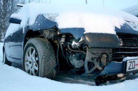 Slik så bilen ut etter å ha kollidert med en stein inne i Sifjordura tunnel.