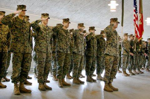 PÅ PLASS: Om lag 350 amerikanske soldater har inntatt leiren på Setermoen, her under markeringa mandag.