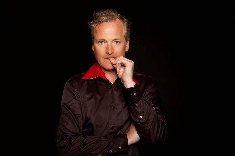 PÅ NORGESTURNÉ: Morten Abel har konsert på Kulturhuset i Tromsø i kveld. Da skal han blant annet spille låter fra sitt nyeste soloalbum «Evig Din». Han er i Tromsø som del av en ti uker lang norgesturné, og har nettopp spilt i Alta og Hammerfest.