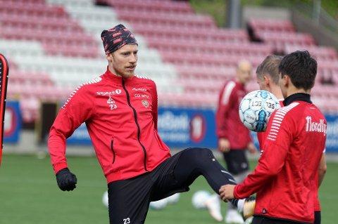 SKADET: Gjermund Åsen rekker dessverre ikke dagens kamp.