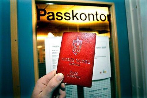 FALSK: To menn er tiltalt for dokumentfalsk etter at de skal ha dukket opp hos Skatteetaten med falske pass. Illustrasjon: Arkivfoto