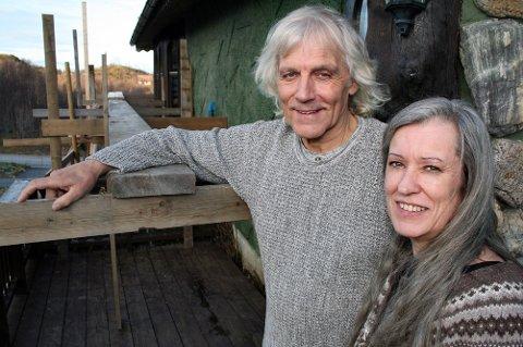 Trollfar og Huldra vel hjemme igjen på Senja. Nå sier Leif Rubach at han skal sitte og male bilder i stedet for å gå opp stillaset igjen.
