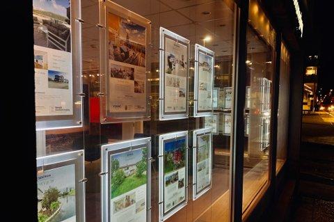 Meglerkontoret i Grønnegata slukker lysene ved nyttår. Foto: Stian Saur