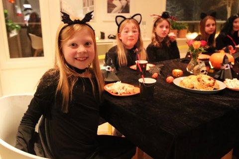 TEMAFEST: Johanne Larsen Marhaug fra Tromsø fyller ni 31. oktober. I år har hun invitert venninnene sine på halloween-fest.