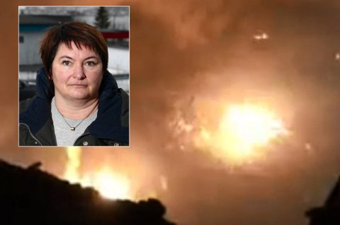 BLUSSET OPP: Torsdag kveld blusset flammene igjen opp fra ruinene av det som en gang var Karlsøy prestegård. I morgentimene fredag er brannen endelig slukket. Mona Pedersen, ordfører i Karlsøy kommune, innrømmer at beredskapen ikke er bra.