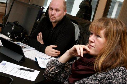 OPPDRETTSNØTT: Politikerne i Lenvik har fått noe å spekulere på, og i utvalget for miljø og forvaltning var det ingen som ville tone flagg - her Beate Seljenes (H) og Tonni Nylund (Frp).