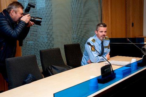 FENGSLING: Politiadvokat Christian Hanssen føler seg trygg på at politiet har tatt rett mann etter knivstikkingen på Peppes Pizza i Tromsø torsdag kveld. Mannen ble fremstilt for varetektsfengsling fredag ettermiddag.