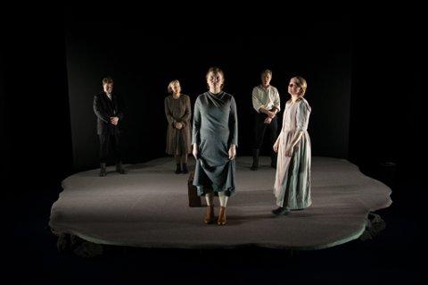 PREMIERE: «De usynlige» har premiere på torsdag på Hålogaland Teater. Like før premieren har scenograf og kostymeansvarlig Inghild Karlsen og videokunstner Sabina Jacobsson trukket seg fra produksjonen.