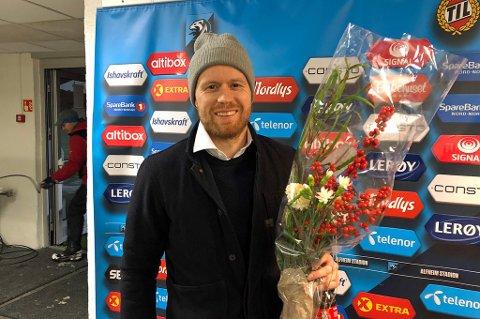 TAKKER AV: Tom Høgli spilte sin siste kamp i karrieren lørdag. Da vanket det hyllest og blomster til 34-åringen.