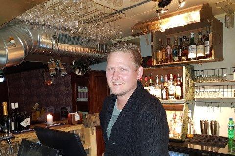 SUSER OPPOVER: Håvard Robertsen satset alt han hadde utelivsbransjen i Tromsø tilbake i 2007 Det ser ut til å å ha vært et smart valg. Foto: Emi Kjeldsberg
