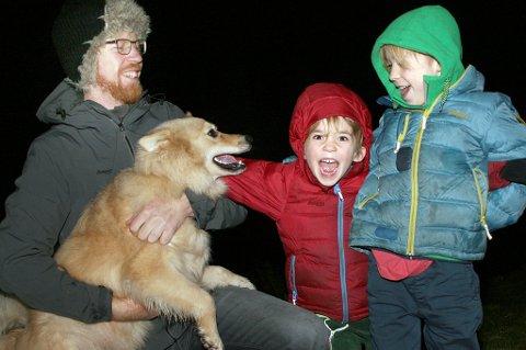 FULL FART: Jochem Cuypers og sønnene Nanook og Tristan er klare for nye eventyr etter at familien nylig flyttet til Troms.