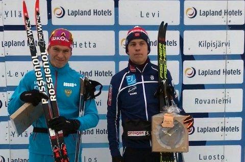 RÅ MANN: Erik Valnes (t.h) slo den russiske storløperen  Aleksandr Bolsjunov (t.v) i finske Mounio fredag. Team Nord-Norge-trener Kristian Skogstad mener Valnes har potensial til å bli verdensmester i langrenn.