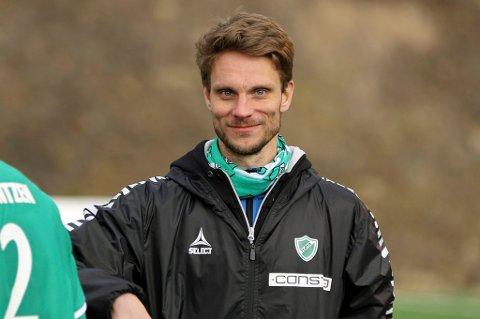FERDIG: David Lundblad sier takk for seg etter to år som trener for herrelaget til Fløya i 3. divisjon.