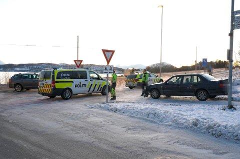 KRASJ: To biler har krasjet ved Storelva på Kvaløysletta. Ingen personer er skadet.