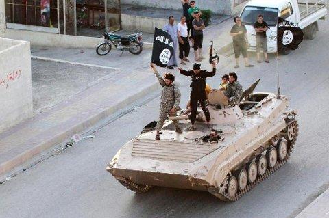 STORHETSTIDEN: Dette bildet er tatt i Raqqa, som var ansett som IS' hovedstat i deres selverklærte kalifat. Byen er nå frigjort av koalisjonsstyrkene.