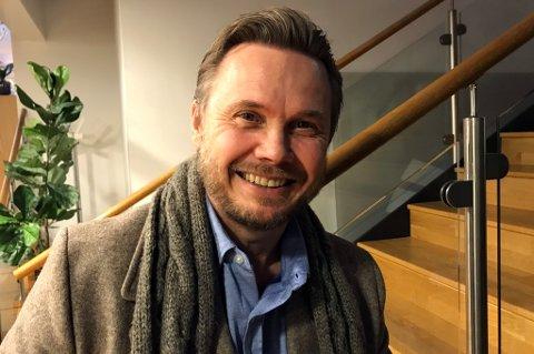 BLID GJEST: Fredrikstads nye hovedtrener og TIL-legende Bjørn Johansen er på plass som gjest i en helt fersk romjulsutgave av vår fotballpodkast JoMos Kosmos.
