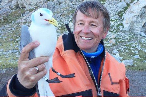 FUGLEVENN: I nesten 40 år – hver eneste sommer helt fra begynnelsen av 80-tallet – har han studert arktiske fugler på nært hold fra sin base i Ny-Ålesund. Han har fulgt fugle- og dyrelivet i og rundt Kongsfjorden, sett isbreene bli mindre og mindre, sett mengden av plastsøppel øke dramatisk.