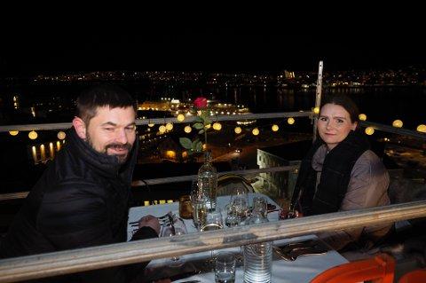 LUFTIG: Boyston Kristiansen og Lena Indrevoll på toppen av takterrassen. Foto: Daniel Skog