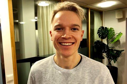 GLADGUTT: Christer Johnsgård får lettet på sløret om TIL-sjansene som (nesten) aldri kom, en kommende overgang til Senja, en kommende overgang i familielivet, mellomnavnet Bernt, strategiske valg når han ferdes på visse steder i Tromsø og mye annet.