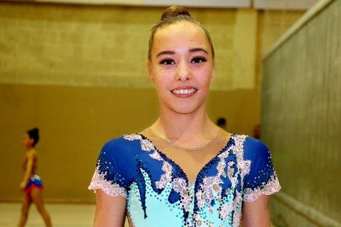 PÅ LANDSLAGET: Kathrine Olsen (15) fra Tromsø begynte med rytmisk gymnastikk først som tiåring. Nå er hun en av fem utøvere på det norske seniorlandslaget i 2018.